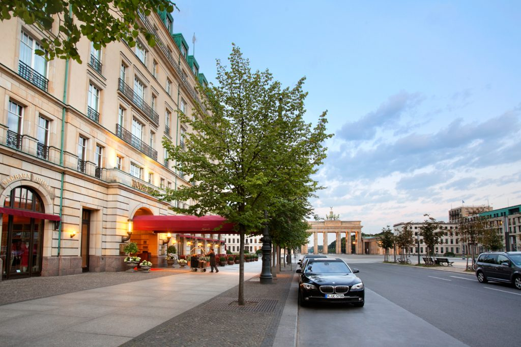 Hotel-Adlon-Kempinski-Exterior-Limousines